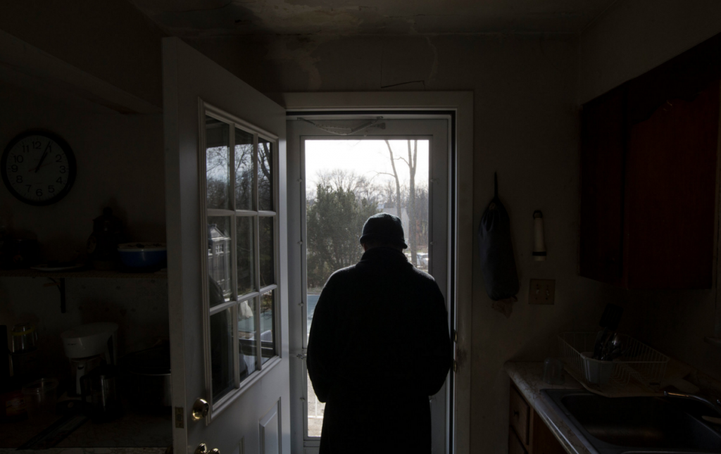 Staying sober after recovery - photo: John Minchillo/Associated Press